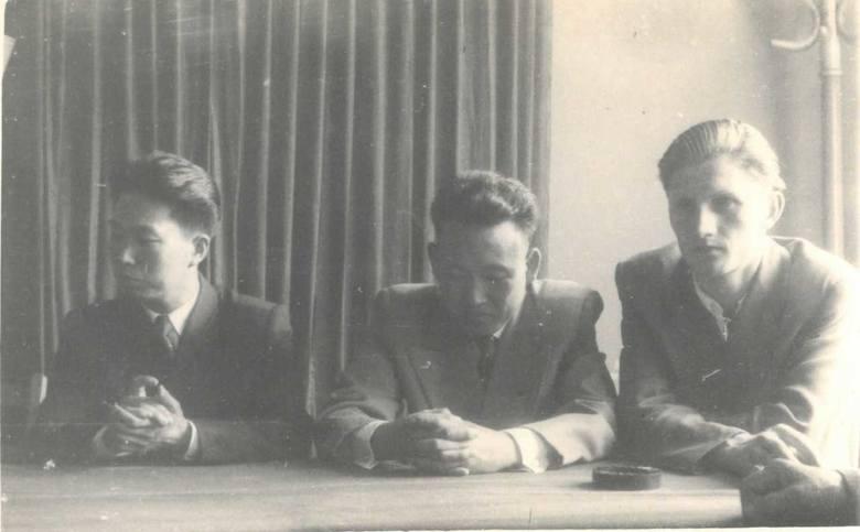 Na spotkaniu, od lewej: Kim Wan Un, Ri Jin Ben, Edward Szymański