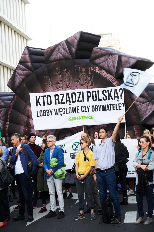 Protesty przeciwko specustawie węglowej. Nie chcą nowych kopali węgla i odkrywki Złoczew. Mieszkańcy protestują przeciwko odkrywce Złoczew