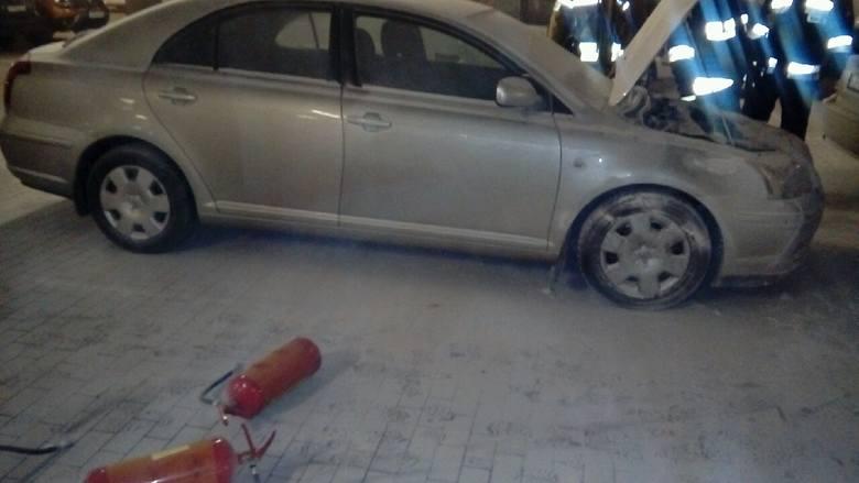 W środę około godz. 18 straż pożarna w Przemyślu odebrała zgłoszenie o pożarze samochodu w podziemnym parkingu Galerii Sanowa. Do zdarzenia wyjechały