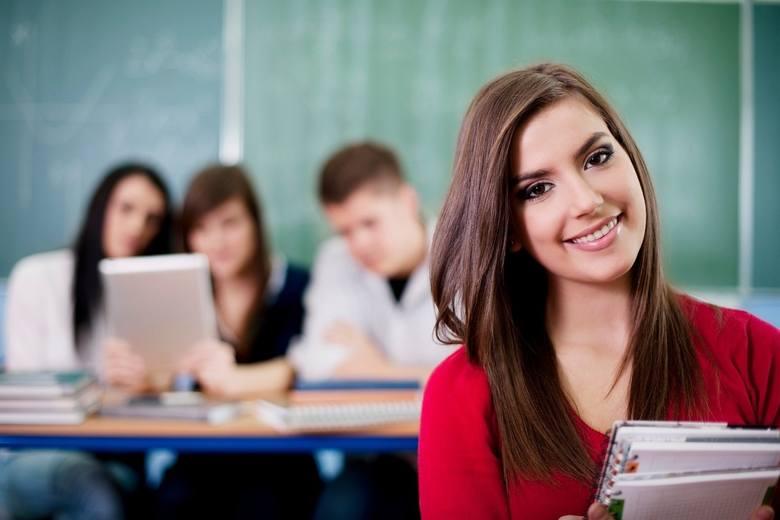 Wybór odpowiedniego kierunku to nie wszystko. Ważne, by wybrać uczelnię, po której jest szansa na pracę. Ogólnopolski system monitorowania Ekonomicznych