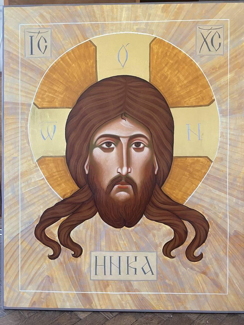 Każda ikona ma inskrypcję. To jej nieodzowny element, dowód, że modlimy się do konkretnych świętych postaci