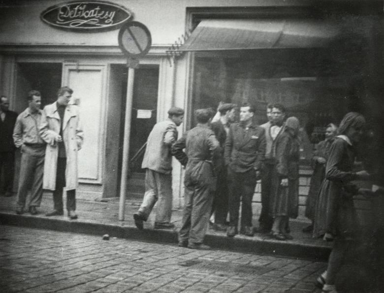 Uczestnicy na Placu Bohaterów Stalingradu