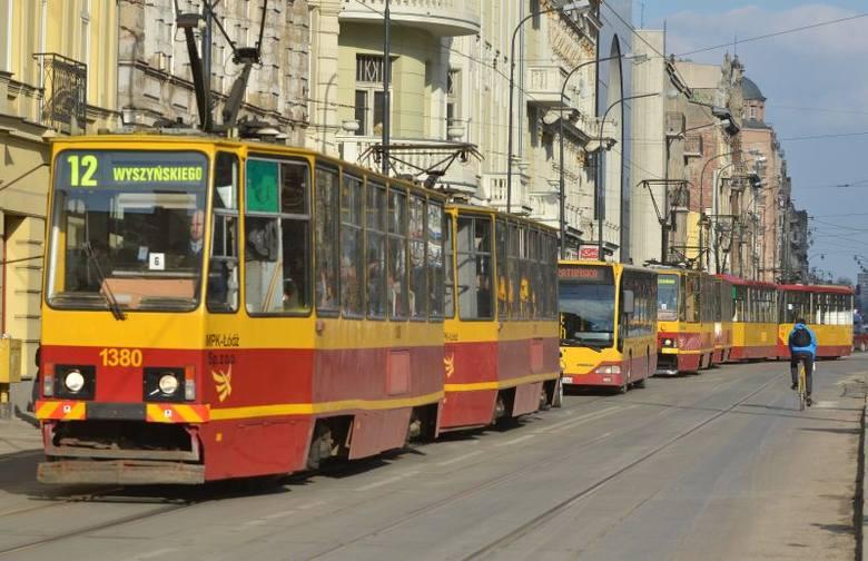 Problem z przejazdem tramwaje MPK mają głównie w miejscu zwężenia ul. Narutowicza.