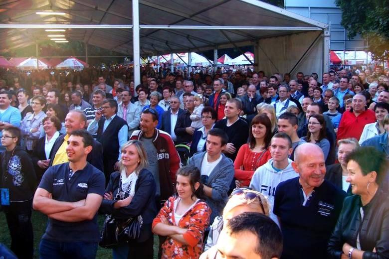 Kilka tysięcy osób przyszło do parku miejskiego w Strzelcach Opolskich na Pożegnanie Lata i Święto Chleba. Na scenie wystąpili m.in.: kapela InoRos,