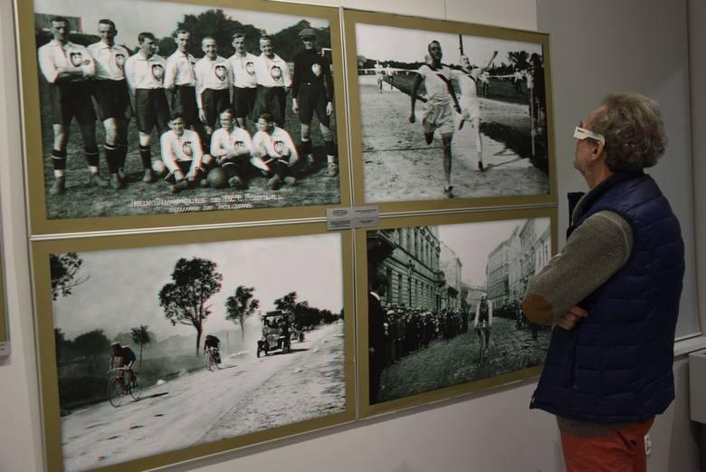 """We wtorek, 29 października w Muzeum Historycznym odbył się wernisaż wystawy """"Sport polski na dawnej fotografii w trójwymiarze"""". Wystawa ta była prezentowana już w Polsce i za granicą – między innymi w Chinach. Została wypożyczona z Muzeum Historii Sportu i Turystyki w Warszawie."""