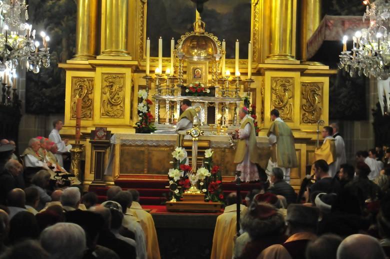 Najmniej religijni są mieszkańcy dekanatu Łódź Widzew, gdzie do kościoła chodzi zaledwie 19,7 proc. osób oraz w dekanacie Łódź Retkinia-Ruda – 19 proc.