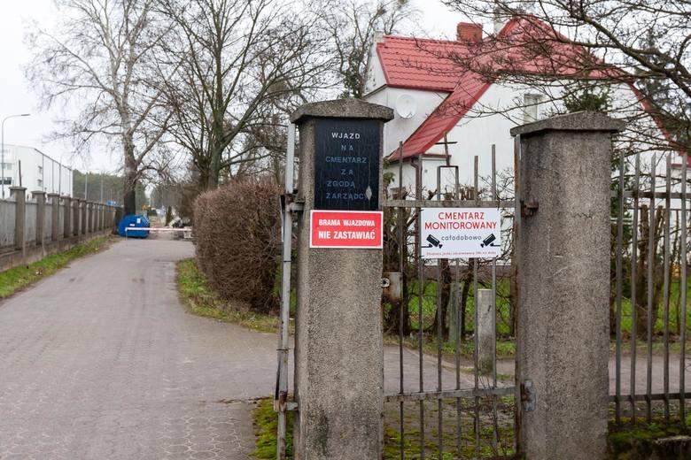 Pierwsze cztery kamery na cmentarzu należącym do parafii pw. Najświętszego Serca Pana Jezusa w Bydgoszczy już są - Docelowo ma być ich osiem - mówi Mirosław Nitka, zarządca cmentarza.