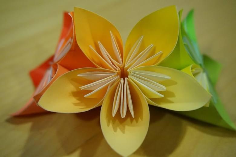 Z papieru można zrobić wiele pięknych dekoracji do domu.