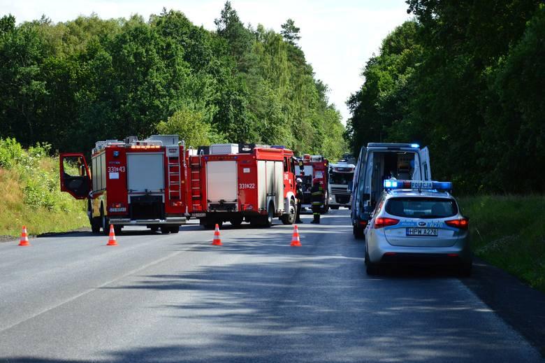 Między Trawicą a Pękaniniem doszło do zderzenia sześciu samochodów osobowych oraz ciężarówki. Do zdarzenia doszło przy remontowanych odcinku trasy. Ze