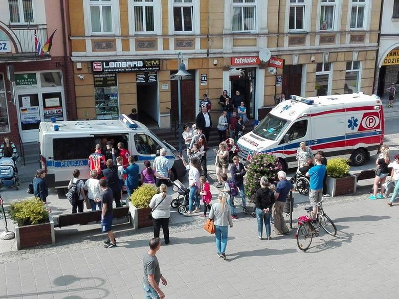 Interwencja policji w Lęborku. Skuli rowerzystę, który jechał w niedozwolonym miejscu