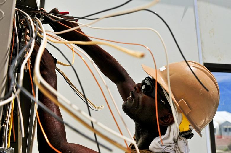 W jednym z hoteli ze ścian wystawały niczym niezabezpieczone kable.Następna skarga---->
