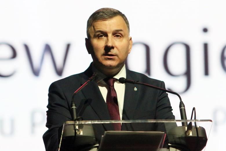 """PKO BP i jego prezes chcą zmian w książce """"Delfin. Mateusz Morawiecki"""". Jej autorzy mówią: To próba cenzury"""