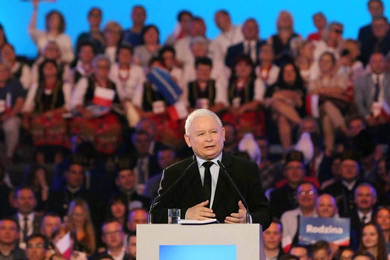 """Prezes PiS Jarosław Kaczyński podczas konwencji partii na Politechnice Gdańskiej przypomniał historię """"Solidarności"""" i przekonywał, że dziś również trzeba"""