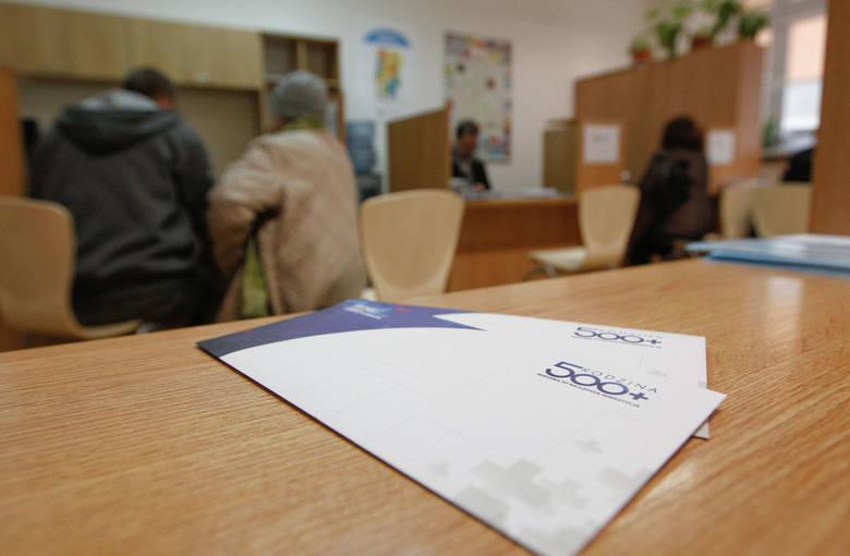 """W """"SE"""" wypowiadała się ostatnio sama minister rodziny Marlena Maląg.- Aktualnie nie trwają prace nad podniesieniem wysokości świadczenia"""