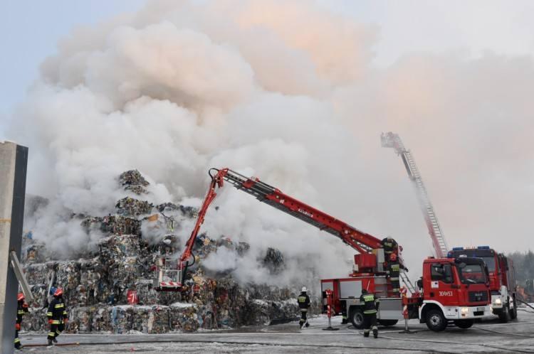 wielki pożar objął wysypisko śmieci w miejscowości Studzianki