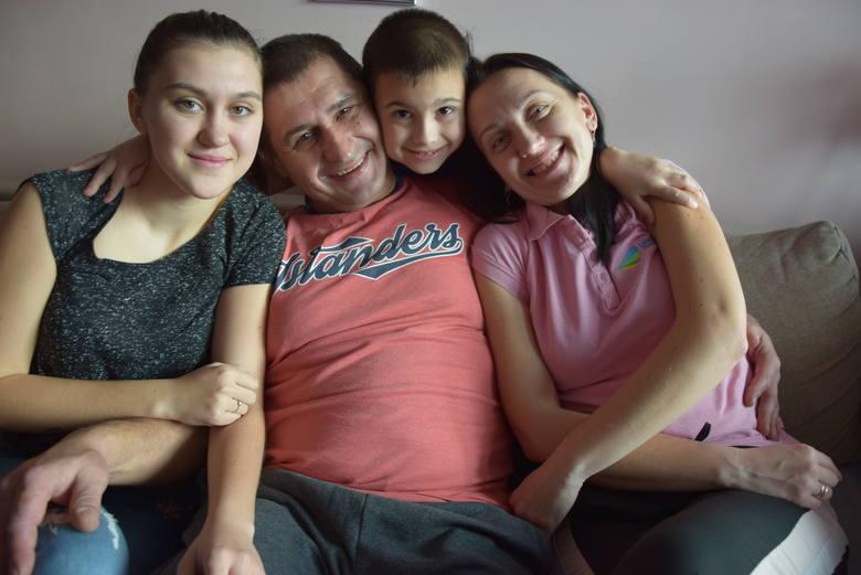 Andrzej Sirowacki z ukochaną rodziną, od lewej: córka Ola, syn Dima i żona Tatiana. Nikt z bliskich nie był zdziwiony, gdy usłyszał o bohaterstwie Andrzeja