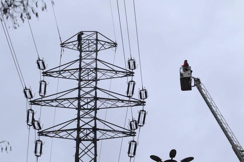 Enea i Energa zapowiedziały kolejne przerwy w dostawie prądu. Wyłączenia obejmą wiele miejscowości w regionie. Zobaczcie, którzy mieszkańcy będą w najbliższych