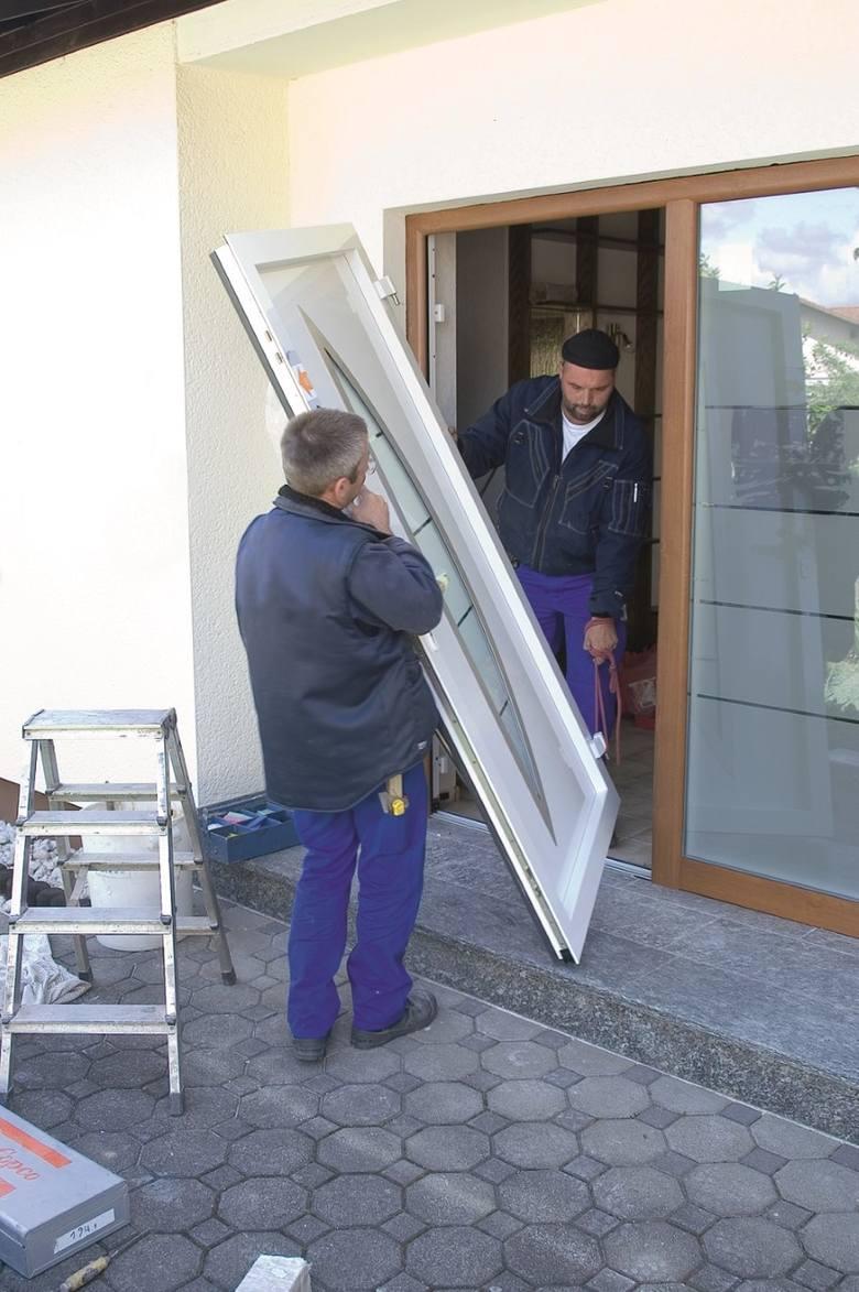 Szczególną uwagę powinniśmy zwrócić na montaż drzwi, bo tu najłatwiej o nieprawidłowości