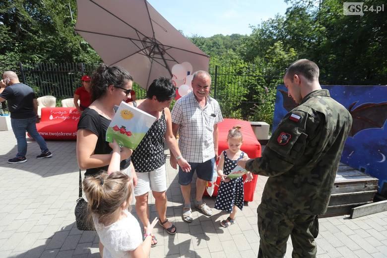 """""""SpoKREWnieni Służbą"""" nad Jeziorem Szmaragdowym w Szczecinie. Promowali honorowe krwiodawstwo"""