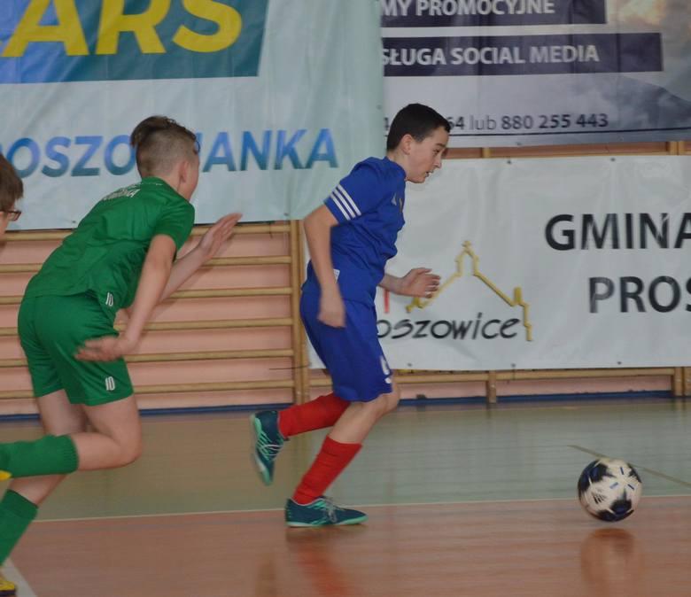 Młodzi piłkarze z Krynicy najlepsi na turnieju w Proszowicach
