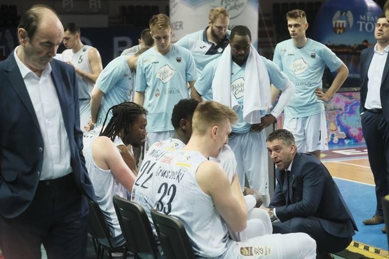 W czwartek koszykarze Polskiego Cukru Toruń rozpoczną grę o mistrzostwo Polski. Sprawdziliśmy ich statystyki, ale nie skupialiśmy się tylko na największej