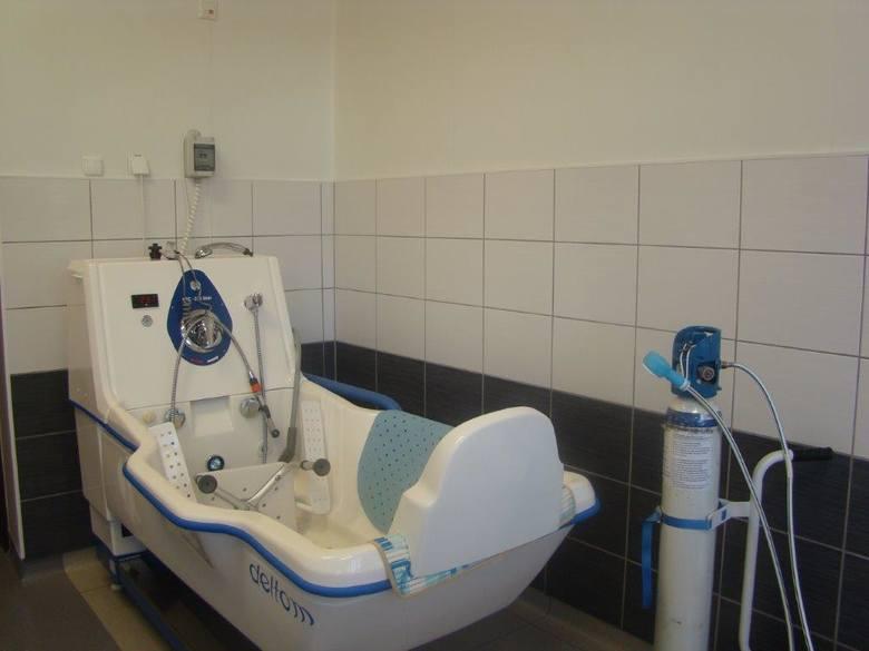 - Nas również wyniki zaskoczyły, mówimy o powiatowym szpitalu w Chełmnie, wyróżniającym się w skali Polski, gdzie w opinii kobiet rodzi się niemal tak