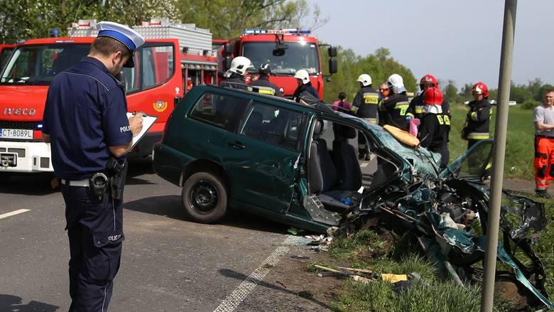 Wracamy do tragicznego wypadku, do którego doszło w niedzielę (29 kwietnia) w Ameryczce (gm. Szubin), a w którym zginęły cztery osoby. Policjanci informują