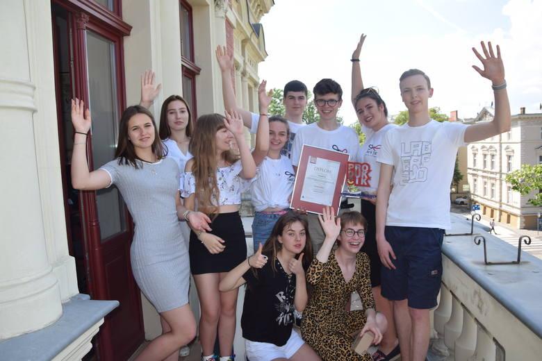 Uczniowie I LO w Zielonej Górze z miniprzedsiębiorstwa Take&Tie wygrali ogólnopolski konkurs, teraz powalczą o nagrody w finale europejskim we