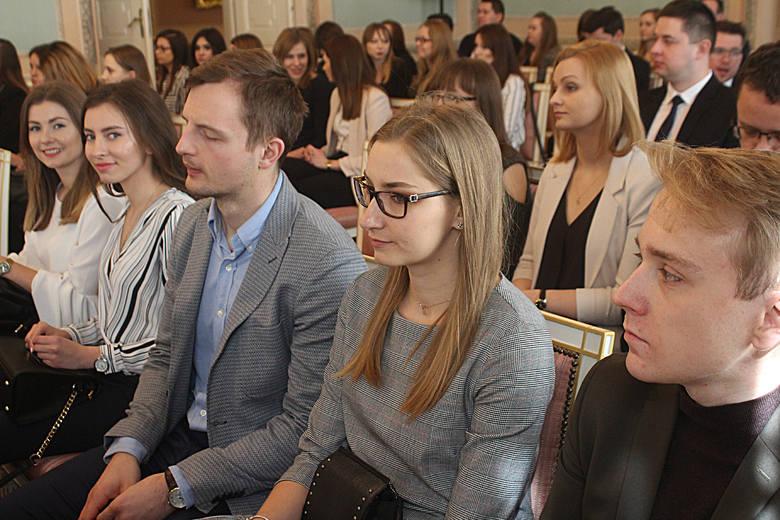 Stypendia dla studentów i doktorantów z lubelskiego ratusza. Na ten cel trafi 750 tys. zł