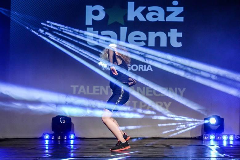 """Pomorski finał konkursu """"Pokaż Talent"""" na scenie Stacji Orunia. Niezwykłe występy uczestników z całego regionu"""