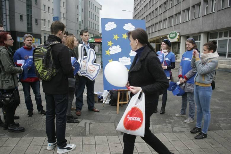 Podróżujący po Europie bus młodzieżówki EPL zawitał do Poznania