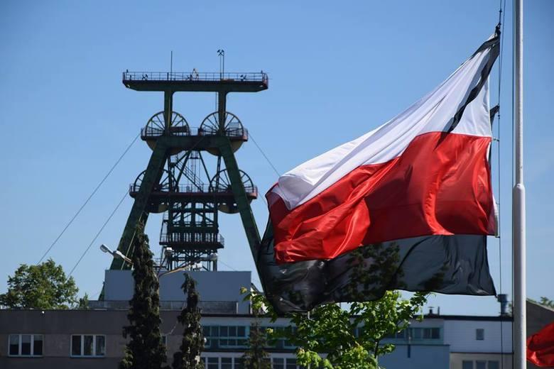 Akcja ratownicza w kopalni Zofiówka trwała od 5 maja. Pod kopalnią gromadzili się i czuwali mieszkańcy Jastrzębia. W środę, 16 maja, odbyła się ostatnia