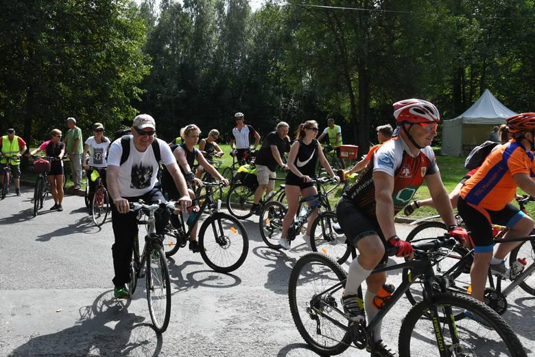Więcej zdjęć na kolejnych slajdach. Rajd Rowerowy z Zagnańska do Lasocina rozpoczął dwudniowe obchody 75 Rocznicy Powołania Brygady Świętokrzyskiej Narodowych