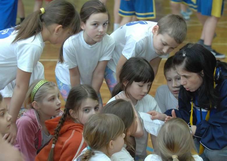 Bojowa narada sportowców z SP 16 przed kolejną konkurencją. Wszystko było dopracowane do ostatniego szczegółu.