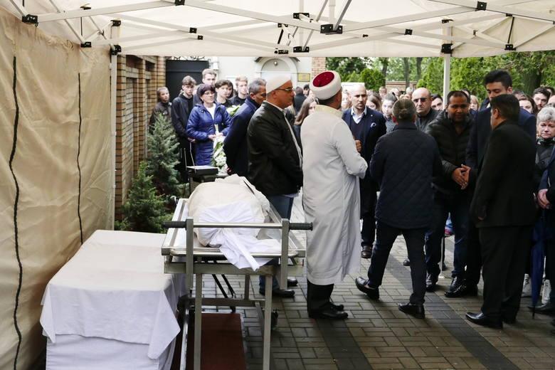 Warszawa: Pogrzeb ucznia zamordowanego w szkole w Wawrze [ZDJĘCIA] 16-letni Kuba pochowany na Muzułmańskim Cmentarzu Tatarskim