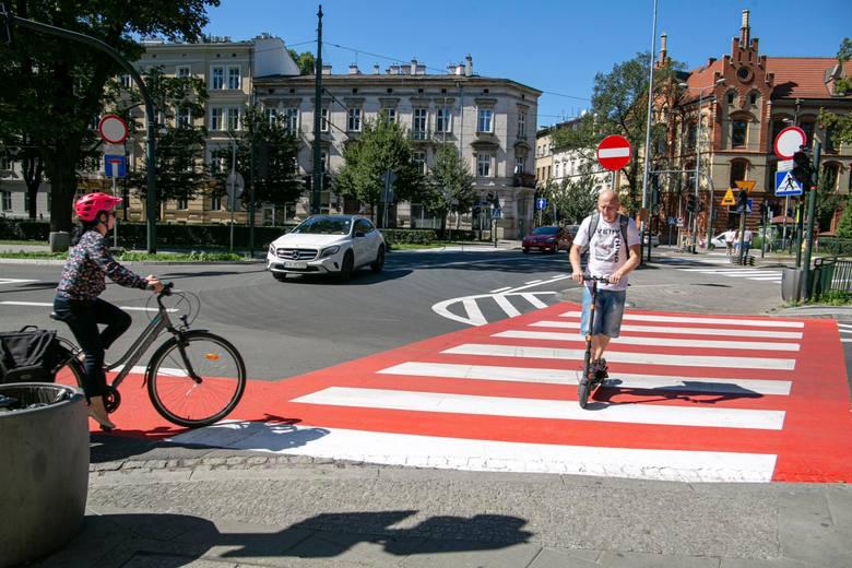 Nowe oznakowania na drogach pojawią się za sprawą projektu rozporządzenia Ministrów Infrastruktury oraz Spraw Wewnętrznych i Administracji. Zobacz nowe