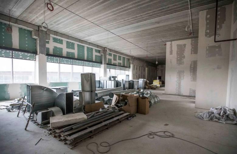 Hala, ale też stadion przy ulicy Struga mają być gotowe na początku przyszłego roku. Wewnątrz trwają prace wykończeniowe.