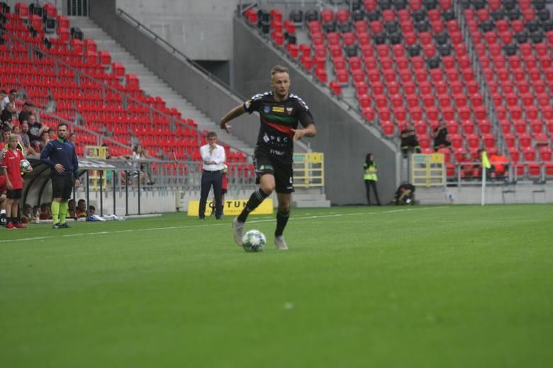 Prawy obrońca przełożył piłkę na lewą nogą i doprowadził do wyrównania z Odrą Opole tuż przed przerwą. Gdyby nie ta błyskawiczna odpowiedź, ten mecz
