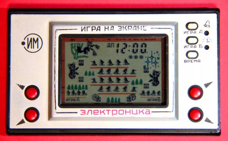 Gra ruska elektronikaNa portalach aukcyjnych można natknąć się na sprawne gry rodem z ZSRR. Ich ceny sięgają nawet 1500 zł. Wśród nich m.in. gra biathlon