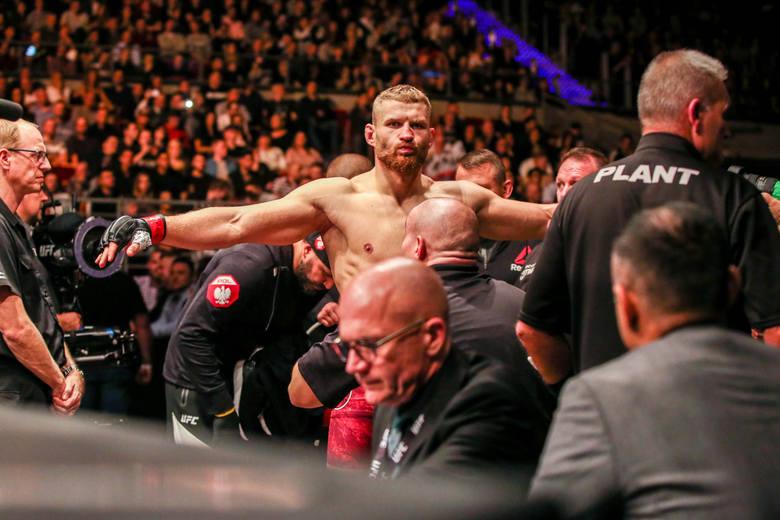 UFC - transmisja w Polsacie Sport. Gdzie i o której oglądać transmisję walk UFC? Czy można oglądać UFC na żywo online? [UFC - transmisja, UFC, o której
