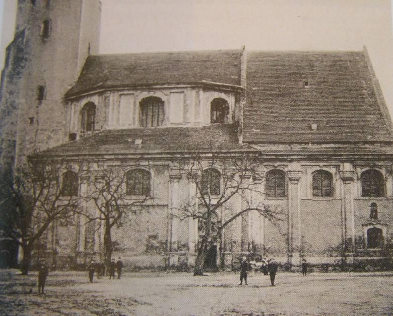 Kilka razy świątynia ucierpiała z powodu pożarów i na przestrzeni wieków zmieniała swój wygląd.