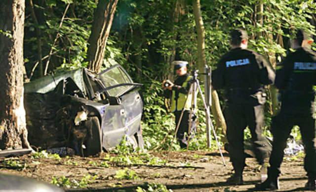 Kierowca opla nie przeżył uderzenia w drzewo