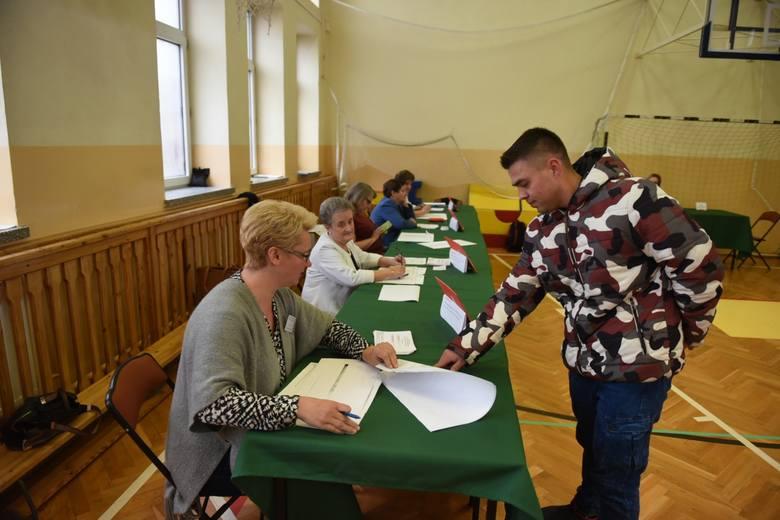 W Wielkiej Nieszawce trwa głosowanie w drugiej turze wyborów samorządowych 2018. Mieszkańcy gminy wybierają wójta. Zobacz także: Wyniki wyborów drugiej