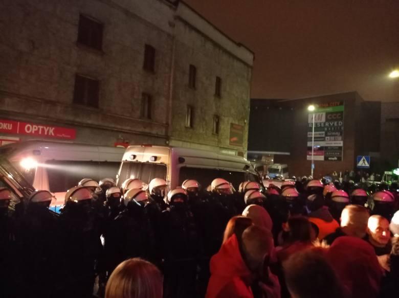 Zamieszki z policją przed Face 2 Face