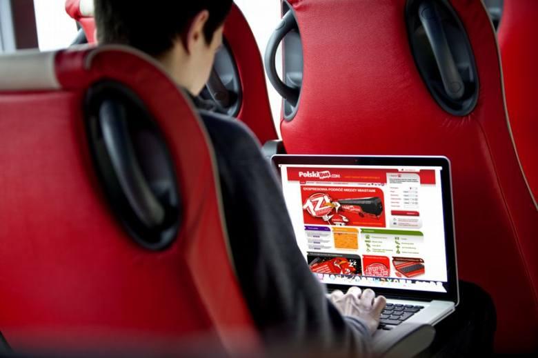 Nowoczesne autobusy wyposażone są w darmowe łącze wi-fi, klimatyzację, regulowane fotele, pasy bezpieczeństwa i udogodnienia dla pasażerów niepełnos