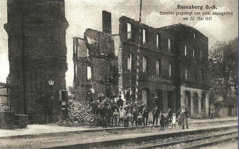 Zabytkowy dworzec PKP Olesno Śląskie po wysadzeniu