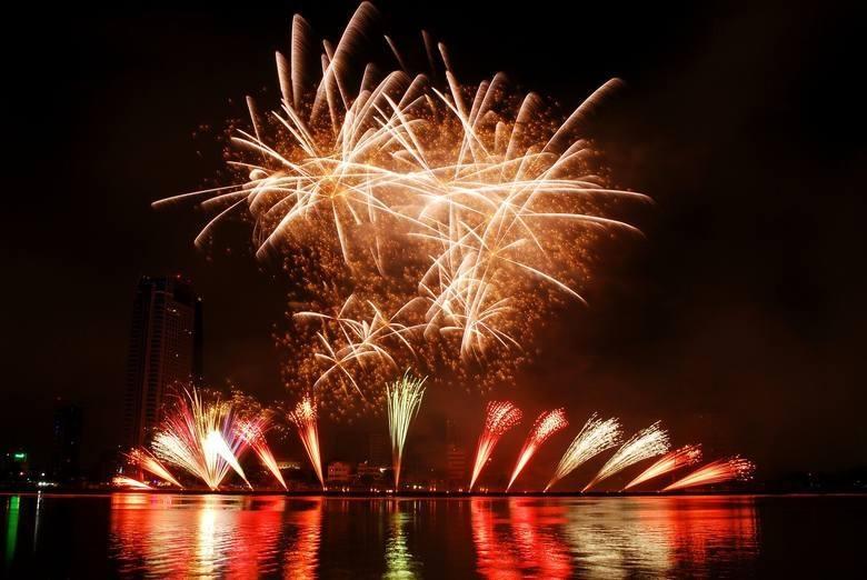 Życzenia na Sylwestra i Nowy Rok 2020. Najpiękniejsze i najnowsze życzenia noworoczne na Facebook, Messenger, SMS