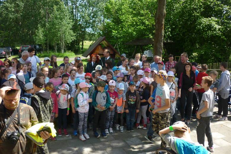 Uczniowie z ze szkół podstawowych w Gniewkowie, Gąsek (gm. Gniewkowo) i Tupadeł (gm. Inowrocław) uczestniczyli w spotkaniu rekreacyjno-edukacyjnym z
