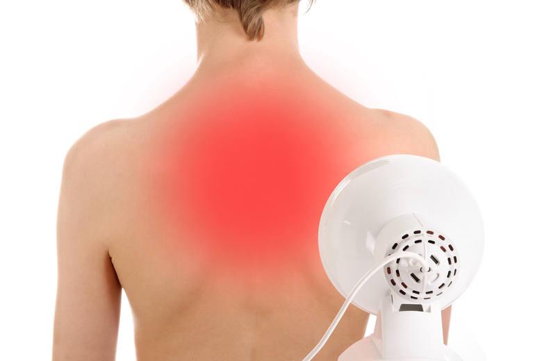 Lampy i poduszki rozgrzewające, stymulatory mięśni – czy