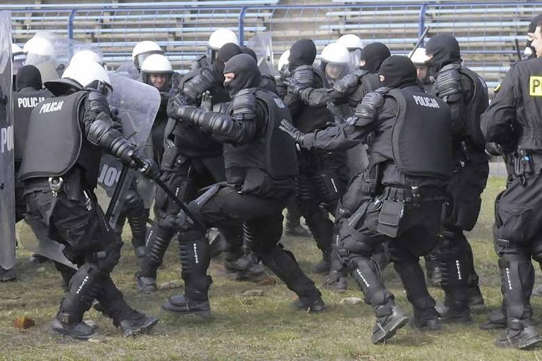 Ćwiczenia Policji na stadionie Polonii przed Euro 2012